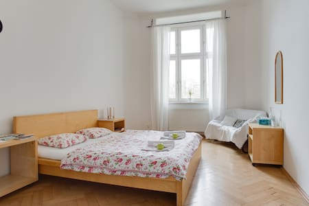 Sunny room with private bathroom - Apartemen