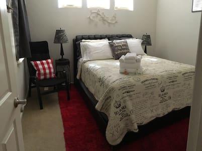 North Modesto/Salida - Comfy Queen bed - Bed & Breakfast