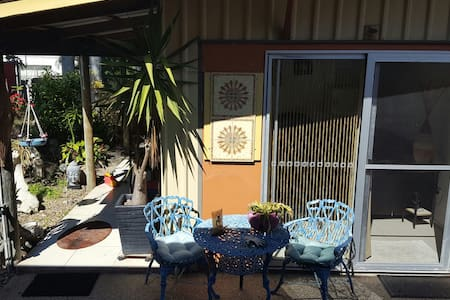 PRIVATE CLEAN QUIET AND COSY - North Mackay