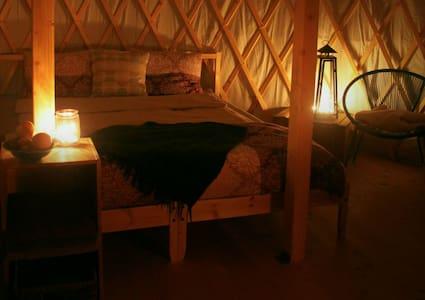 Kerzenlicht in der Jurte am SEE - Yurt