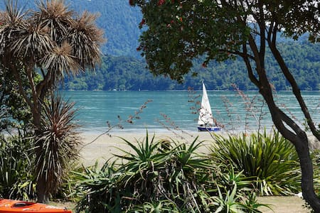 Ohingaroa Bay Cabins at the beach - Chalet