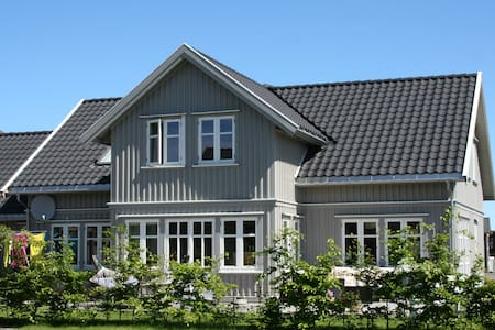 Stor enebolig fantastisk utsikt til Kalvellfjorden - Lillesand