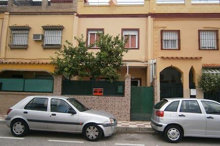 Casa céntrica a 5 km de Sevilla - Haus