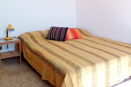 Central sunny private room 1 – WiFi
