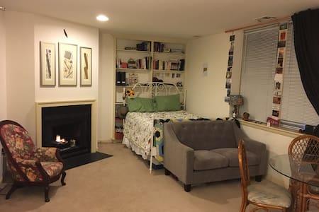 Sunny Dupont Studio - Washington - Apartment