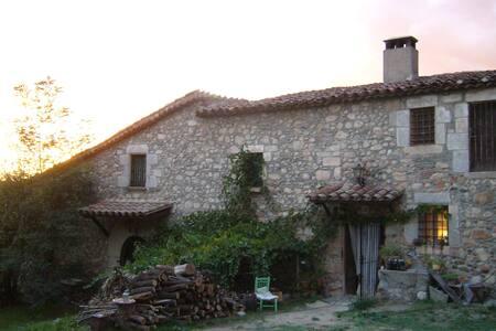 Vivienda con terraza en masia s.XII - House
