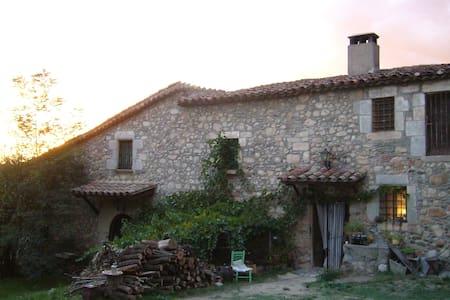 Vivienda con terraza en masia s.XII - Hus