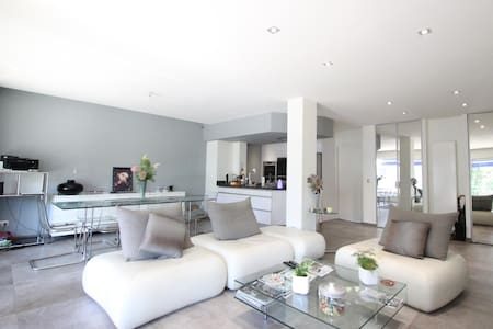 Appartement proche des Champs Elysées - Huoneisto