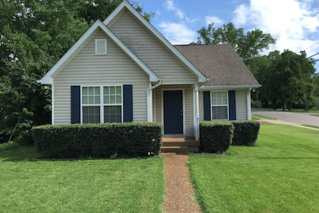 Cozy house, 10min to downtown, walk to park - Nashville - House