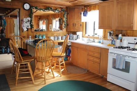 Sugarloaf/Carrabassett Ski Cabin - Stuga