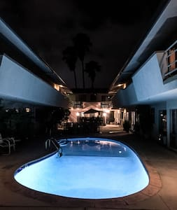 WeHo Prime Spot - West Hollywood - Pis