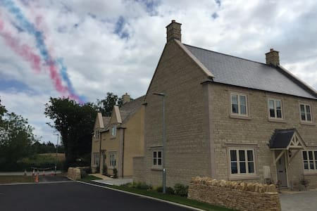 Delightful Modern Cotswold Property - Fairford - House