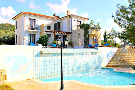 Outstanding Villa - Infinity Pool - Argaka - Rumah