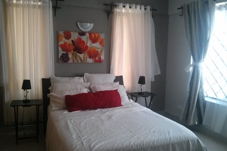 Charming spacious private room&bath - Kisumu - Apartment
