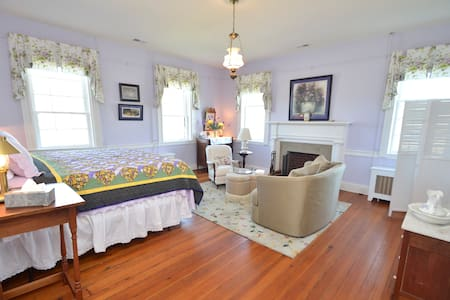 Greenfield Inn Bed and Breakfast/ NBForrest Rm - Washington