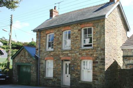 Rocket Cottage - House