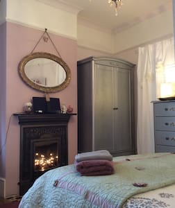 Near Stansted Airport...And cake... - Bed & Breakfast