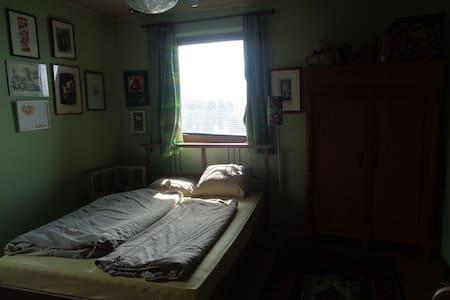 wohnen mit seeblick, inkl. Hund und Katze - Litzlberg - Bed & Breakfast