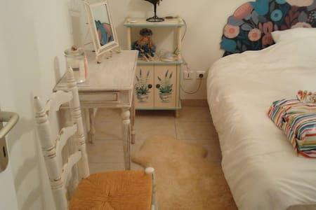 chambre et salle de bain tres au calme proche Dax - Huis