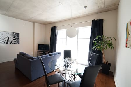 Chic & Modern Condo Place des Arts - Appartement
