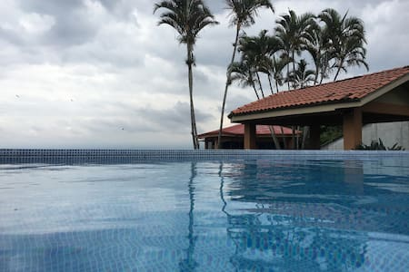 Escazu Bello Horizonte view pool - House
