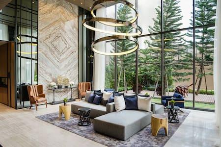 BrandNew Luxury 1BR@BTS-Prakanong Sukhumvit+Wifi - Lägenhet