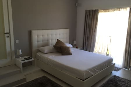 Gr8Room Marsaskala Pvt b/room free WiFi & Cable TV - Loteng