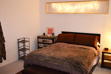 Large Private Bedroom, Artsy Loft