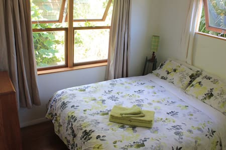 Cosy double guest room in flat - Nelson