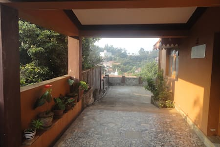 Honey Palace Homestay(GF)-Madikeri - Madikeri - Bed & Breakfast