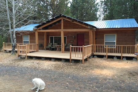 Log Cabin at Lazycamp - La Pine