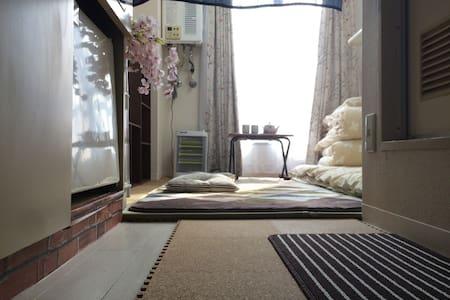 阳光透过窗帘,榻榻米的清香,唤醒异国他乡的你。 - Ōsaka-shi - Daire