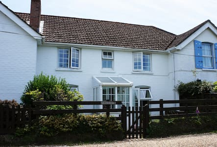 Heatherview: Pretty New Forest Holiday Cottage - Rumah