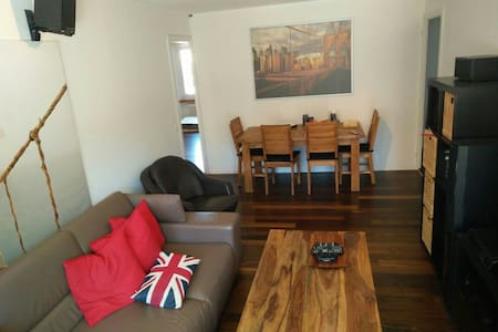 Quiet/cozy Zurich room available - Leilighet