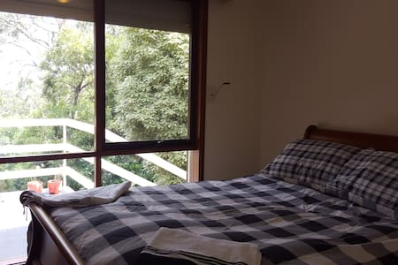 Bed and Breakfast with Scenic Views - Upwey - House