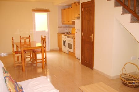 Room type: Entire home/apt Property type: Townhouse Accommodates: 4 Bedrooms: 2 Bathrooms: 1.5