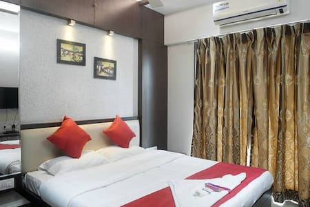 Cozy room in 3 bedroom apartment near Lalco JVLR - Apartment