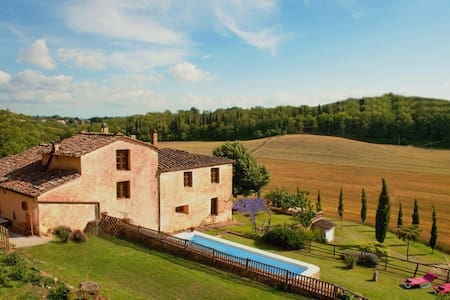 Private Villa, pool,Hot Tub, Siena - Huvila