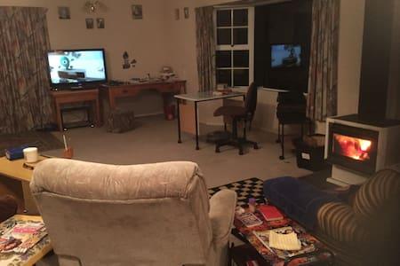 Ascot House - Feilding - Casa