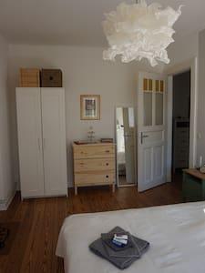 Cozy, Quiet Room near City Centre - Hamburg - Apartment