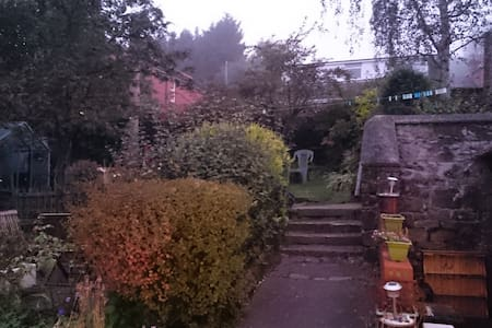 Double room in Victorian house + beautiful views - Cefn-mawr