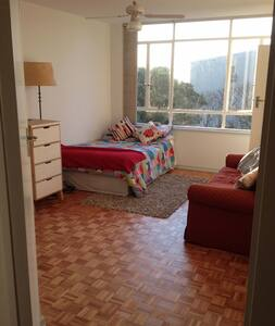 Warm, airy apt. close to City & Beaches - Lejlighed