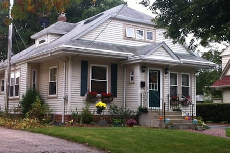 Cute house 15 minutes from Brown U. - Cranston - Maison