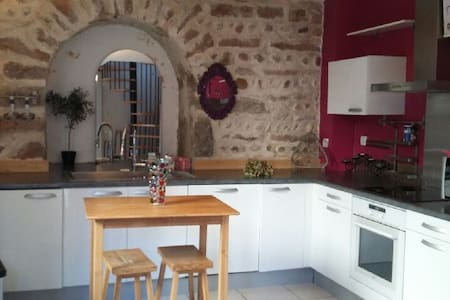 Maisonnette avec jardin - Genay