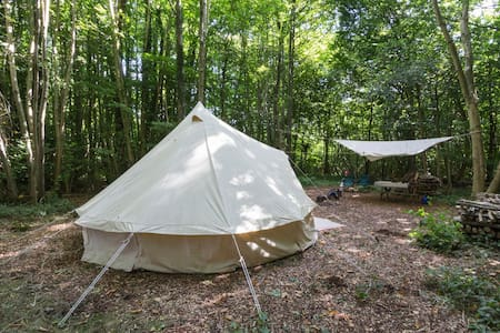 Self catering bell tent in lush Kentish woodland - Canterbury - Tenda de campanya