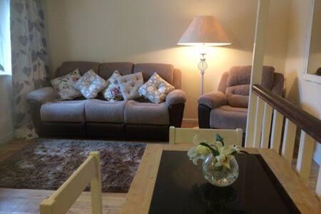 Style house apt. Main Bridge Street Westport. - Westport - Apartment