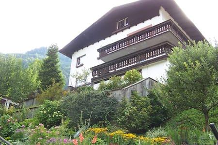 Studio met eigen terras bij skilift - Apartment