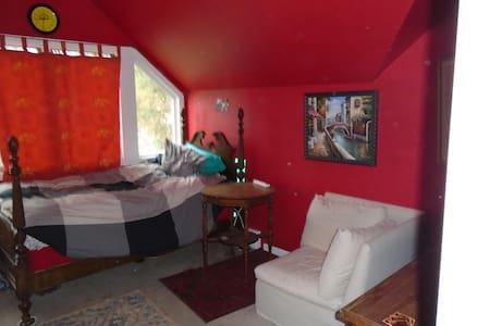 Third Floor Walk-Up - Montclair - House