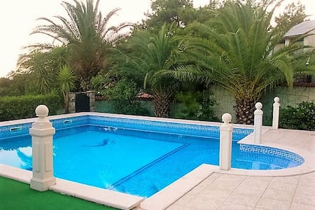 Deluxe villa with pool and sea view in Petrovac - Petrovac