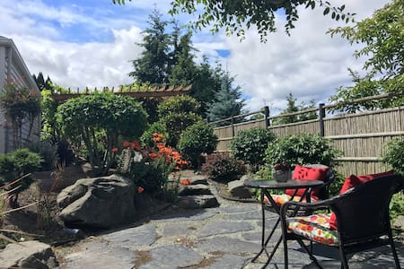 Guesthouse with Japanese Garden - Seattle